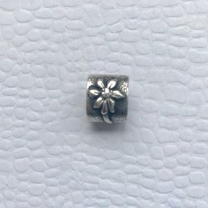 🌟Pandora Flower Charm ~ RETIRED